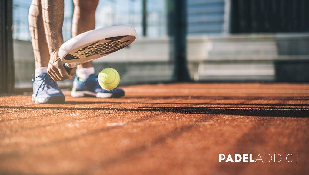 La pelota de pádel tiene más rebote que la de tenis