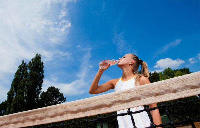 Cómo llevar una correcta hidratación para el pádel