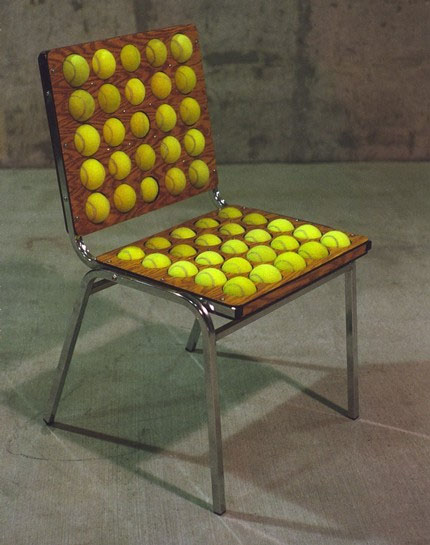 Pelotas de padel o tenis en sillas de hogar