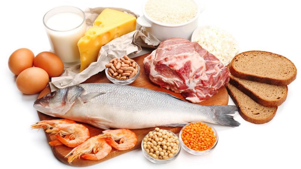 Las proteínas son las encargadas de construir y regenerar los tejidos, además de ayudar a recuperarse del desgaste