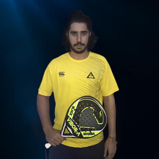 Martín Sánchez Piñeiro posando con su nueva marca, Vibor-A