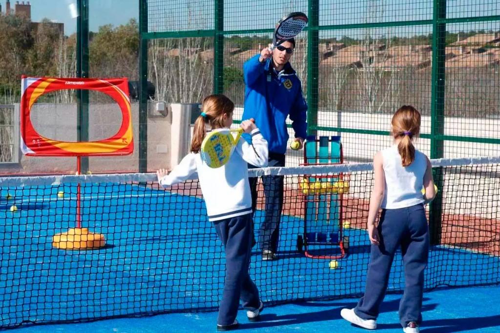 Entre los 8 y los 12 años es recomendable que se practiquen deportes colectivos como el pádel