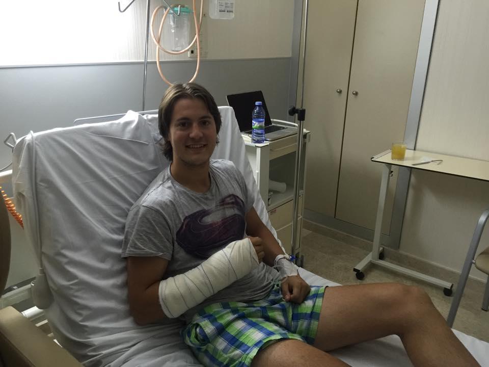 Foto de Andoni tras su operación de muñeca el pasado mes de Junio