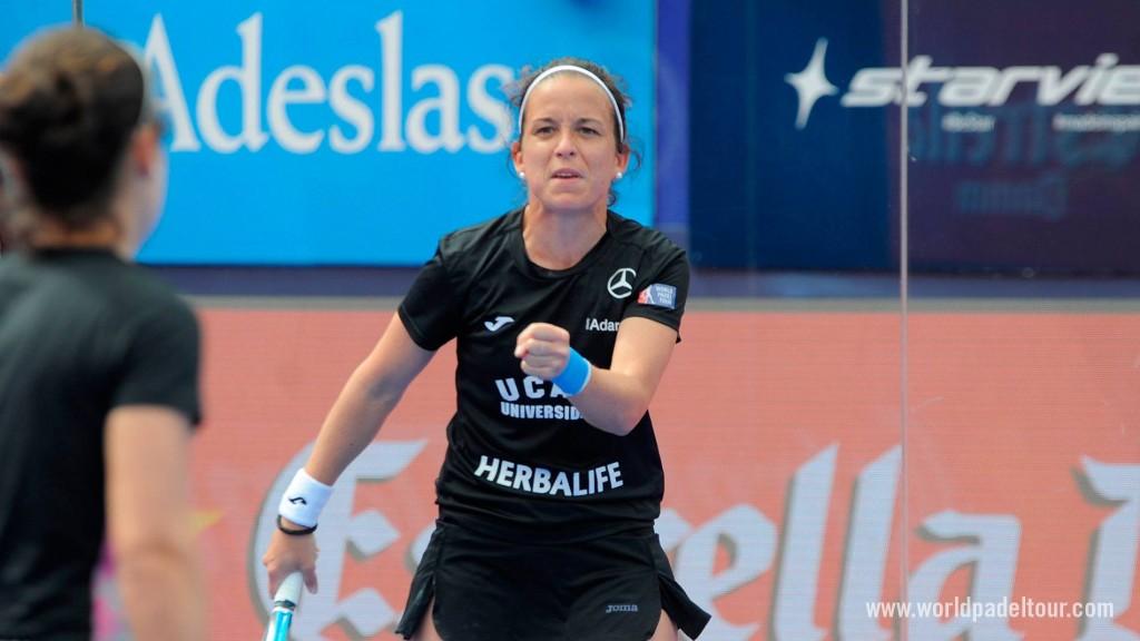 Patty Llaguno celebrando un punto durante el partido