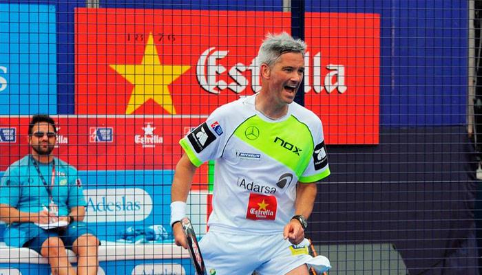 Miguel Lamperti festejando un punto del partido ante la mirada de Rodri Ovide