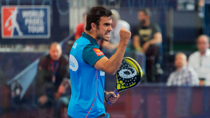 Pablo Lima celebrando un punto del partido