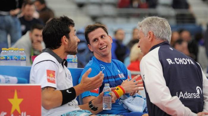 Paquito Navarro y Sanyo hablando en un descanso con Ramiro Choya