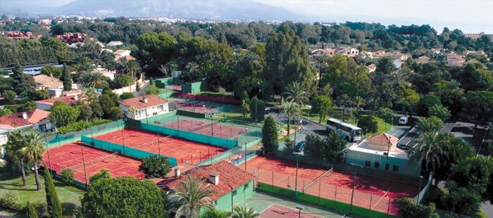 Pistas de tenis y de pádel en Atalaya Park