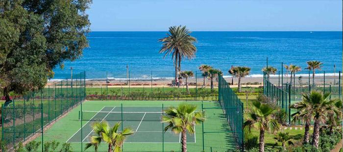 Pista de tenis y de pádel en Fuerte Estepona