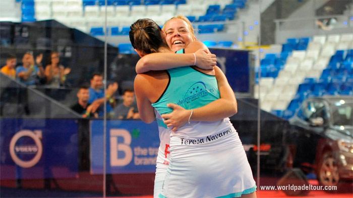 Lucía Martínez y Teresa Navarro celebrando su victoria de hoy