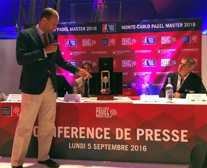 Fabrice Pastor presentó el trofeo diseñado por Cartier que se llevaran los ganadores de la prueba