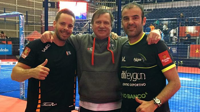Aday Santana y Willy Lahoz posan junto a Horacio Clementi tras la victoria de hoy