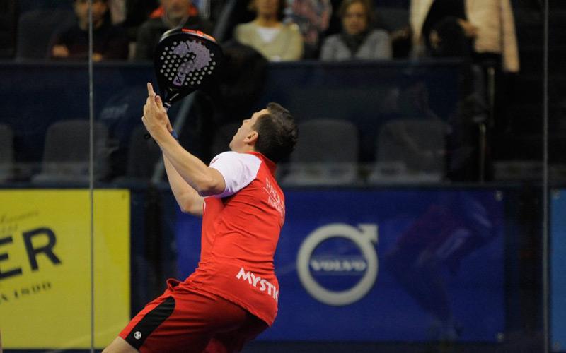 Paquito Navarro ha estado jugando el Euskadi Open con una pala con una ?