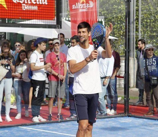 Novak Djokovic vuelve a hacer sus pinitos con el pádel