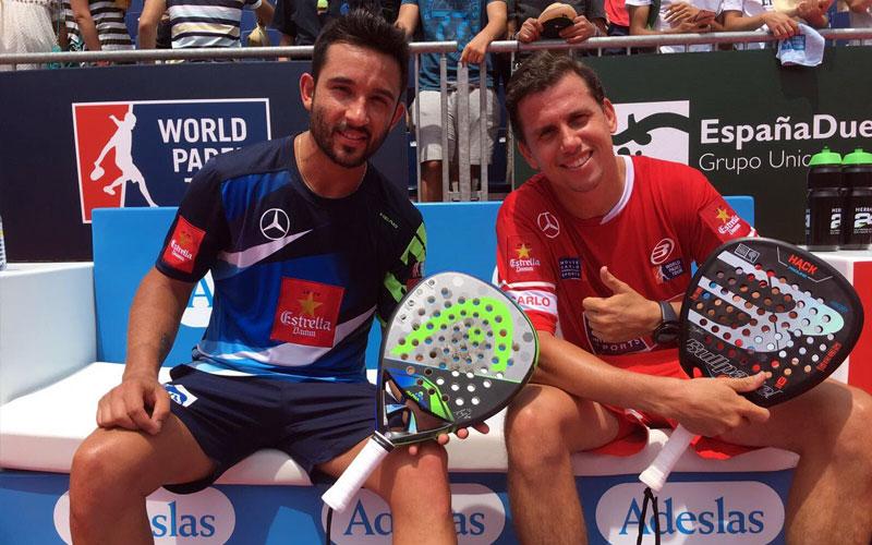 Paquito Navarro y Sanyo Gutiérrez casi se ven sorprendidos por el juego de Toni Bueno y Javi Escalante