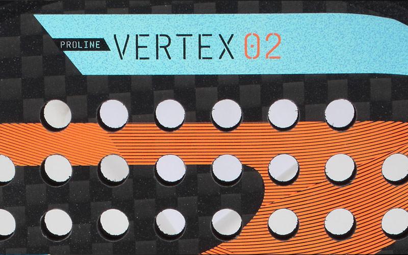 Vista de cerca de la Vertex-2, la nueva pala de Maxi Sánchez