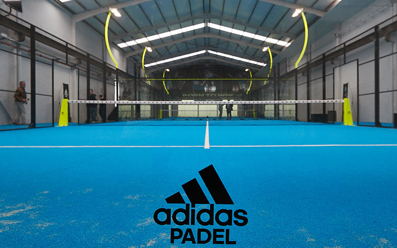 Malgastar Quedar asombrado Respecto a  Mondo manufactures a color exclusively for the lawn of the Adidas paddle  courts