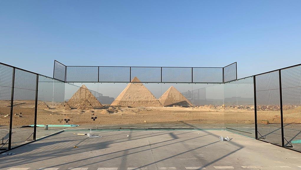 La pista central del Egypt Exhibition con las pirámides de fondo