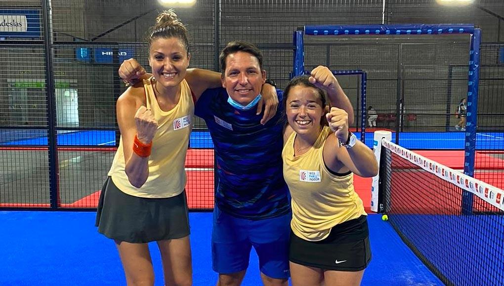 Pilar Escandell y Carla Tur junto a su entrenador Jaime Yohn Planells