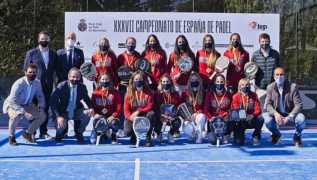 El equipo femenino del Real Club de Polo de Barcelona repite título