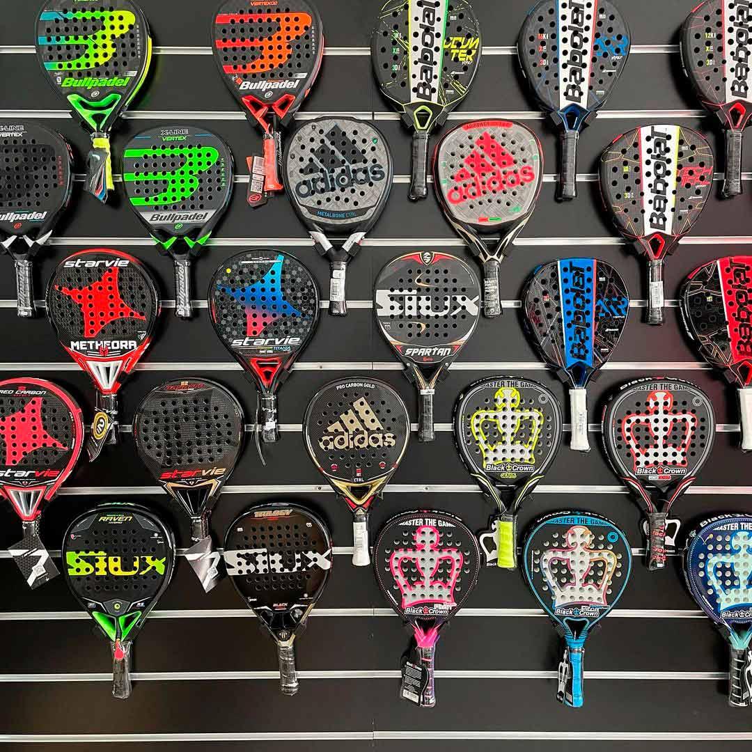 Los amantes del deporte de palas podrán adquirir los mejores productos de pádel de marcas top del mercado, como Siux, Bullpadel, Babolat o Adidas