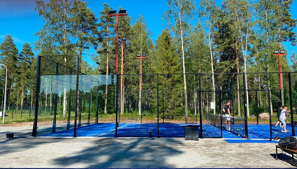 La cadena Padelix, con tres ubicaciones en Finlandia, ha incorporado una pista Siux en cada una de ellas.